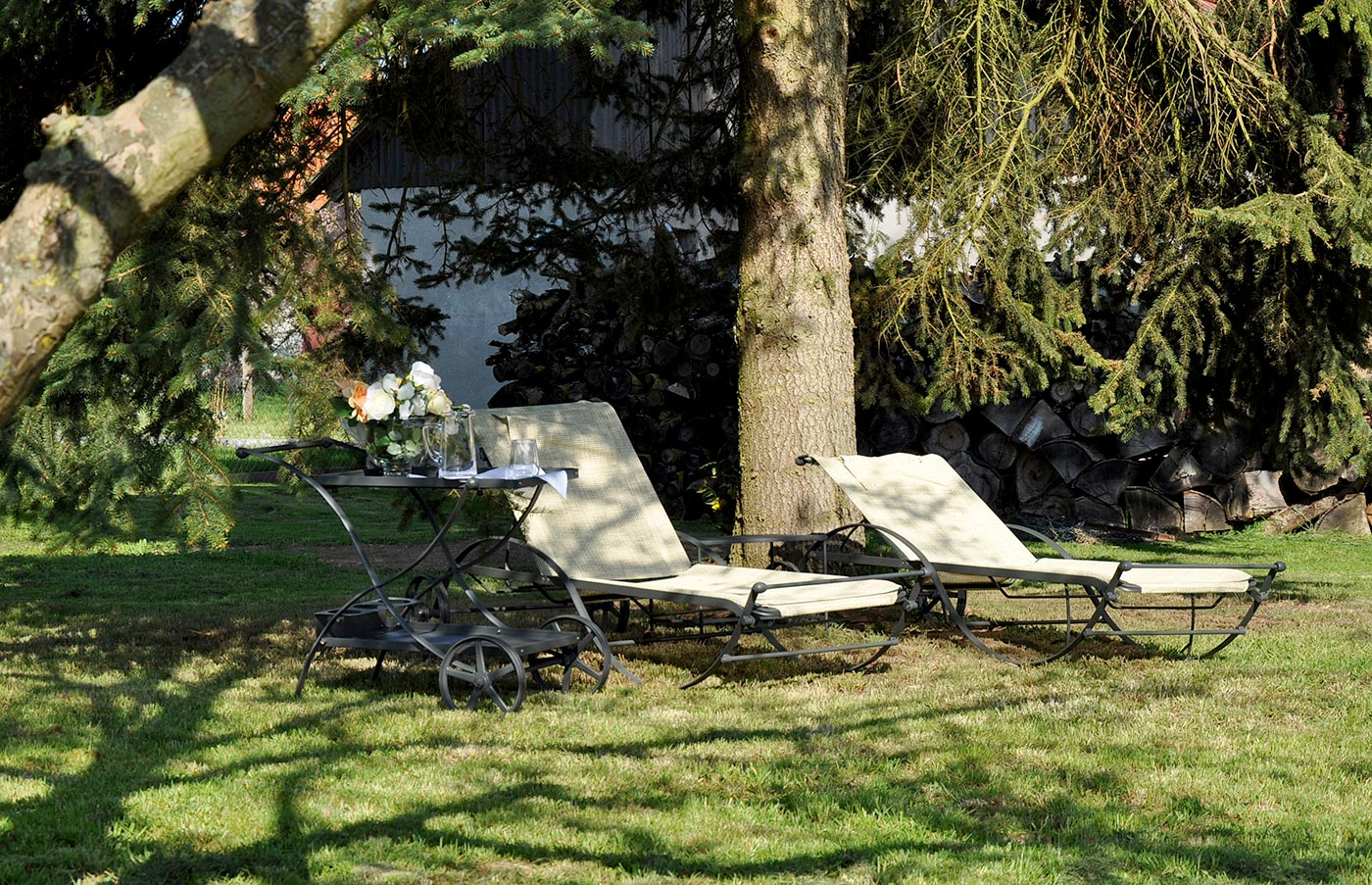 Liegestühle im Garten